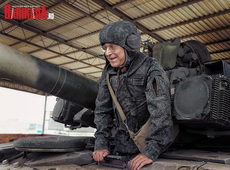 Iliescu a fost fotografiat parcându-și tancul rusesc T-55