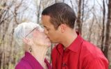 tanar 19 ani divort 77 ani