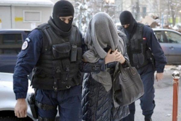 femeie-arestata
