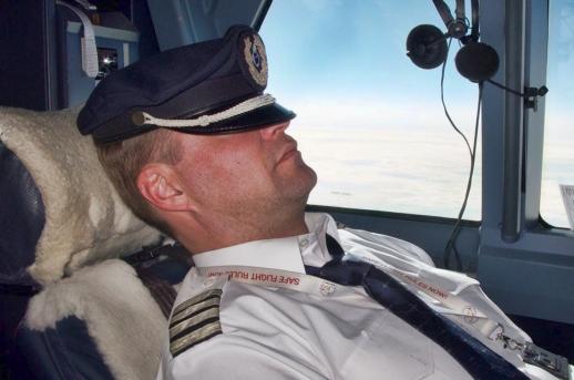 pilot de avion prins fara diploma