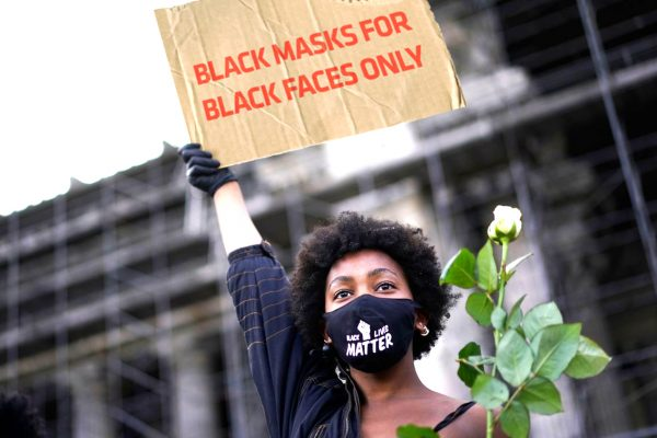 mastile negre rasiste